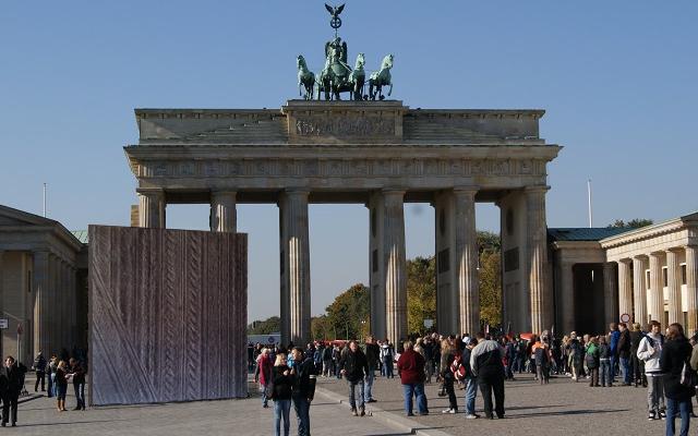 ACKER vor Brandenburger Tor
